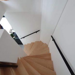 Moderne trap van hout