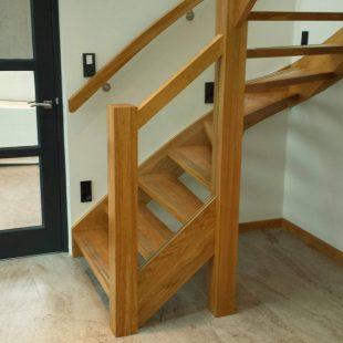 Houten onderkwart trap
