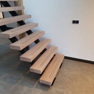 Rechte houten trap