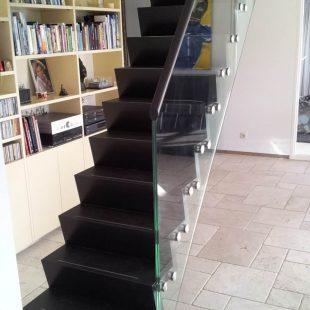 Z-trap met glazen balustrade